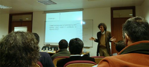 Jeffrey Baumgartner leading anticonventional thinking workshop in Faro, Portugal