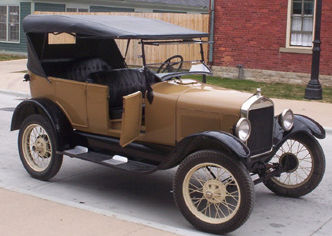 Ford Model T: Image by  Rmhermen from  http://en.wikipedia.org/wiki/File:Late_model_Ford_Model_T.jpg