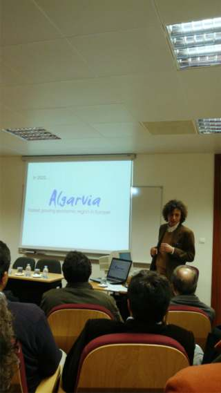 Jeffrey Baumgartner introduicing his workshop  and the Algarvia concept